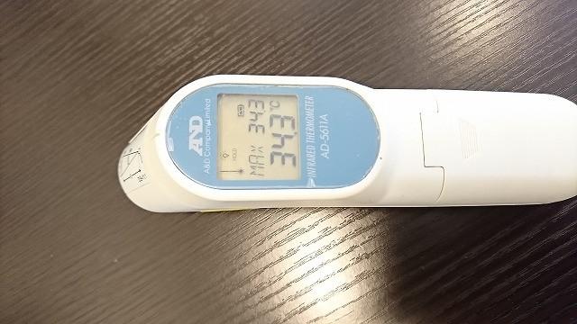 非接触型の温度計の写真