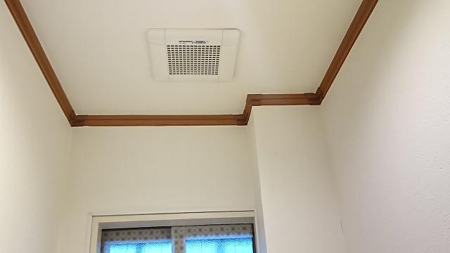 てらお整体院のトイレの天井の換気扇の写真