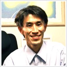 医学博士 弁護士 秋山佳胤先生の顔写真